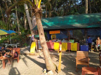 プーケットのシークレットビーチバナナビーチの売店
